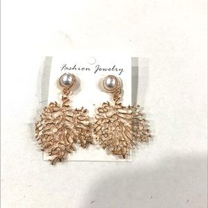 BNWT gold colour fashion leave statement earrings